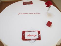 Nappes de table brod�es d'un message,        NAPPE ANNIVERSAIRE